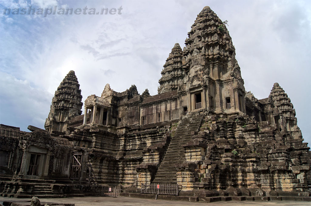 Ангкор Ват, фото с https://nashaplaneta.net/asia/cambo/angkor-wat