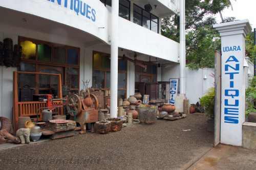 Магазин Udara Antiques в Унаватуне