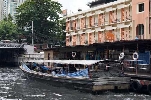 Экспресс-лодка в канале Бангкока