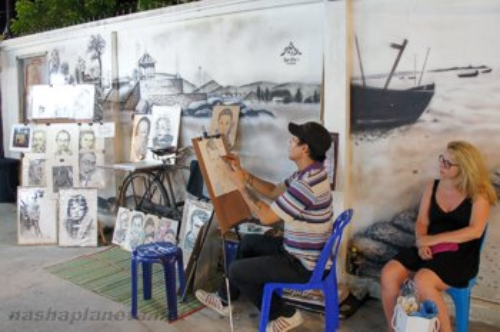Художник на ночом рынке Хуахина