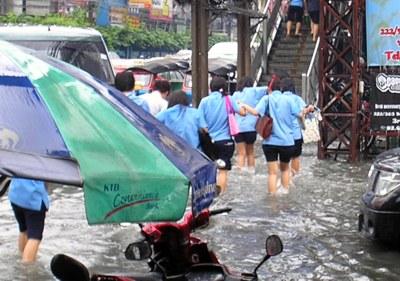 Результаты дождя в Тайланде (Через час и следа от дождя не останется)