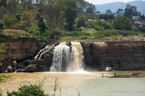 Водопад Гоугах, Далат
