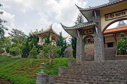 Храм, Далат