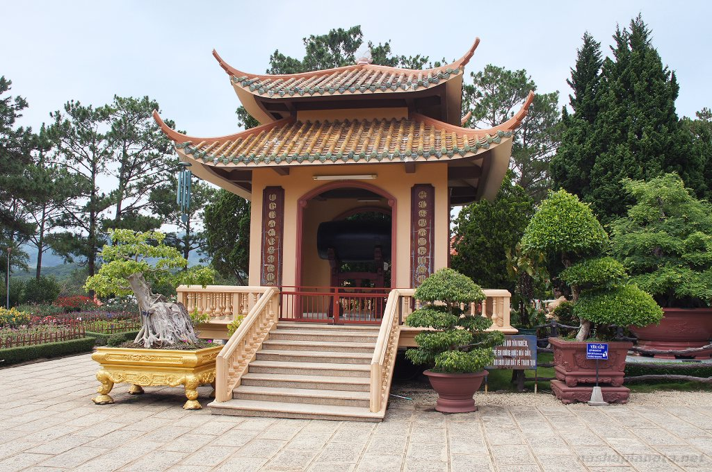 Храм в Далате, Вьетнам