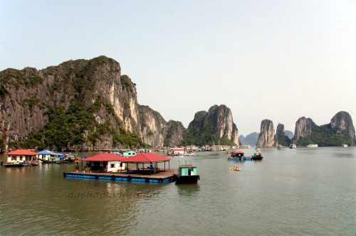 Бухта Халонг (Вьетнам)
