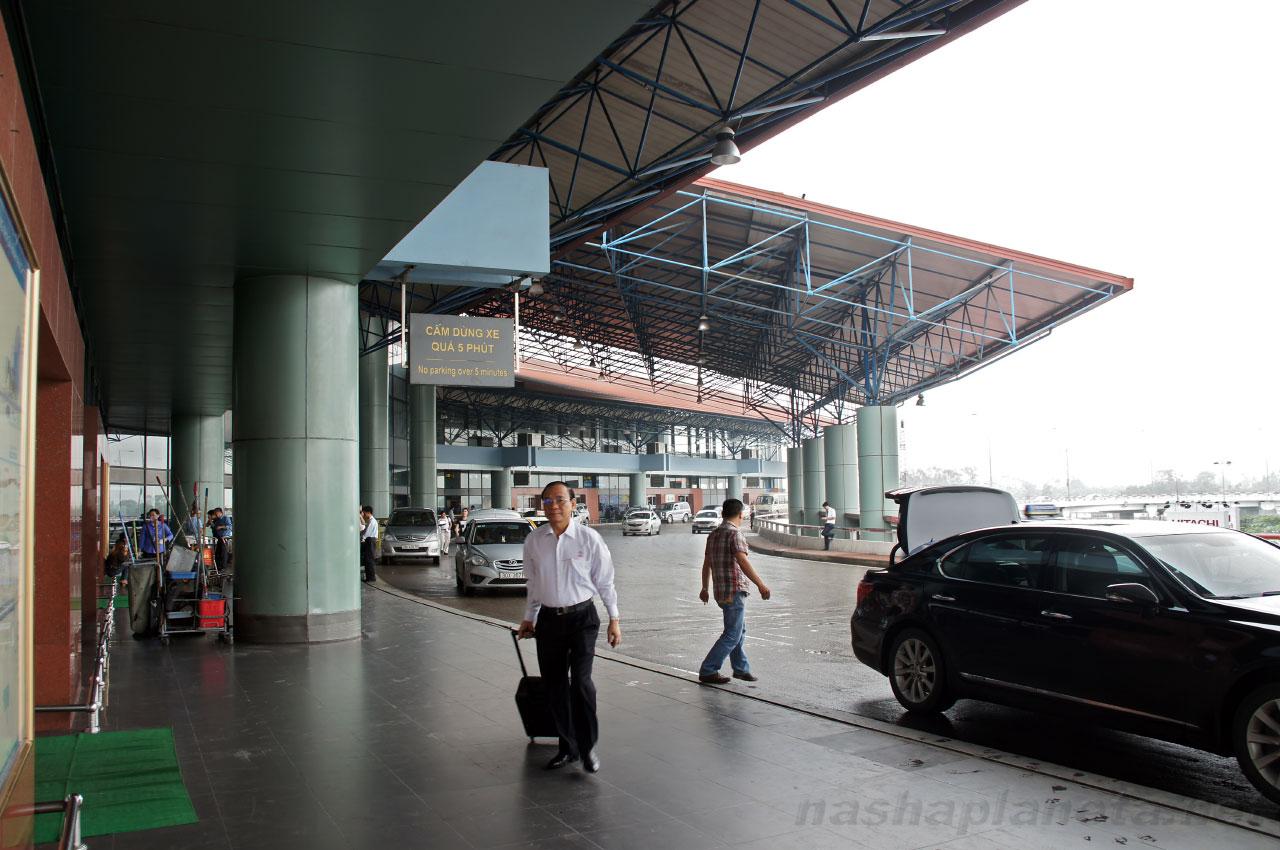 Аэропорт Ханоя: парковка на втором уровне