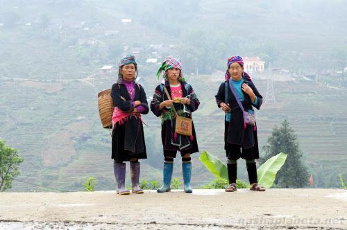 Этнические жители в деревне Лао Чаи близ Сапы