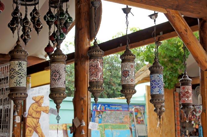 Лавка с сувенирами на ул. Караимская, Евпатория
