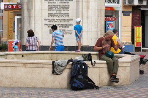 Можно зарабатывать, играя музыку на улицах