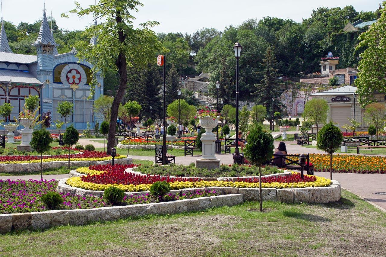 Парк цветник в Пятигорске, фото с https://nashaplaneta.net/europe/russia/stavropolskiy-krai-pyatigorsk-dostoprimechatelnosti-park-tsvetnik